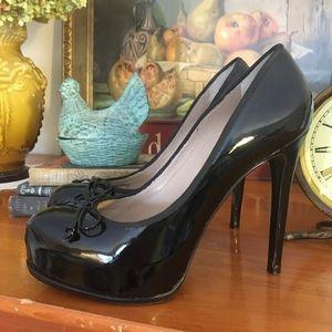 POUR LA VICTOIRE Black Patent Leather Platform Pum